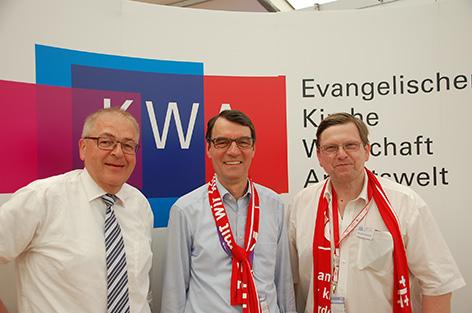 Der KWA-Vorstandsvorsitzende Michael Klatt (Mitte) und seine Stellvertreter: Dieter Vierlbeck (AHK) und Bernhard Dausend (BVEA)
