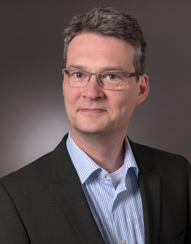 Dr. Axel Brassler