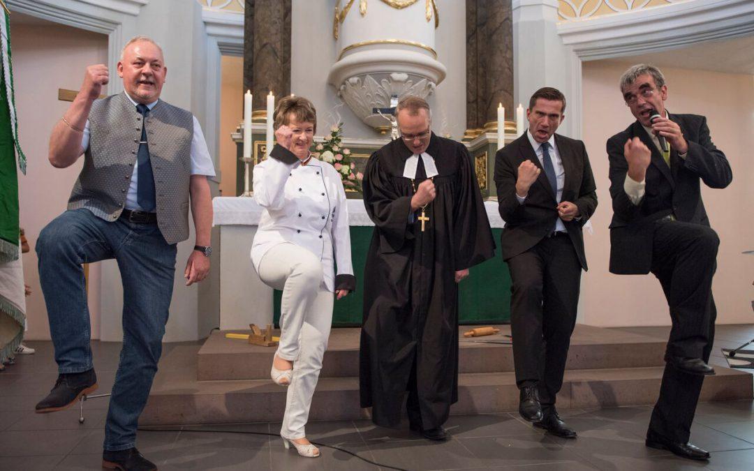"""Pressemitteilung: Unsere deutschlandweite Spendenaktion startet in die heiße Phase – Eröffnungsgottesdienst für """"5.000 Brote"""""""