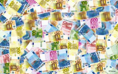 Die Auswirkungen der Geldpolitik der EZB auf Wirtschaft und Gesellschaft